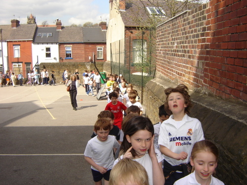Hunters_bar_junior_school_sponsored_walk_14
